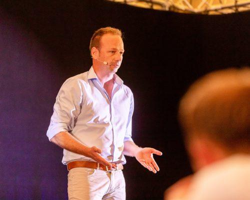 Olaf Schild in Aktion bei einem Vortrag